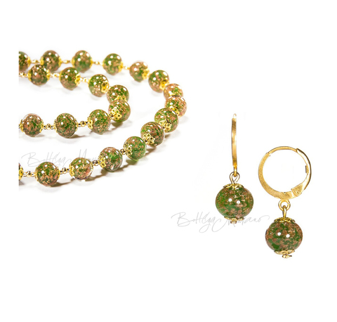 Комплект Amato зеленого цвета (бусы и серьги)