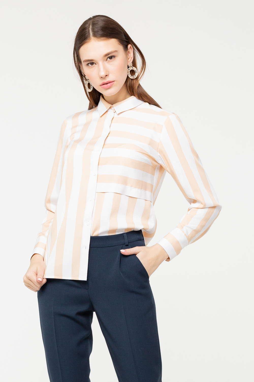 Блуза Г691-739 - Классическая блуза, которую дизайнер талантливо украсил полосатым принтом, утратила официозность и стала стильным и современным предметом гардероба. Модель прямого силуэта идеально садится на фигуру, добавляет стройности, подчёркивая осанку.Разная направленность контрастных полос смотрится необычно и привлекает внимание. Блуза украсит своим присутствием и повседневный, и деловой образ.