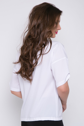 """<p>Модная туника в стиле casual !&nbsp; Свободный крой, спущенное плечо, рукав нв пате с пуговицей, по низу изделия модная кулиска. V-образный вырез украшает Вашу фигурку и подчеркивает бюст. Отлично сочетается с брюками """"Армани"""", просто супер!!!&nbsp;Длины: 46-48=60см; 50-52=62см</p> <p>&nbsp;</p>"""