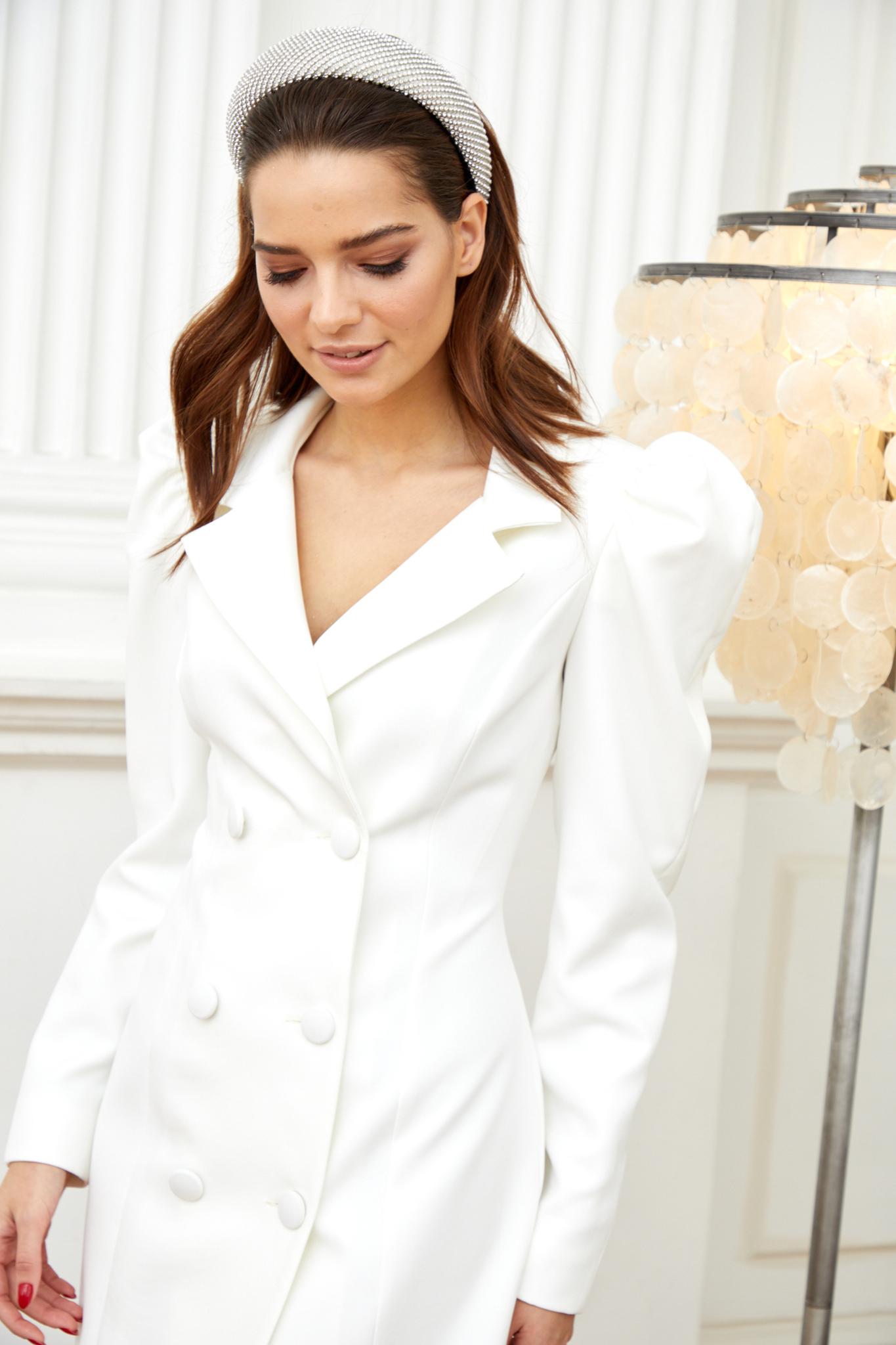Платье-пиджак с объемным рукавом (айвори)