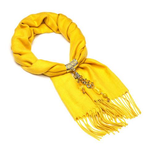 Кашемировый шарф с кулоном