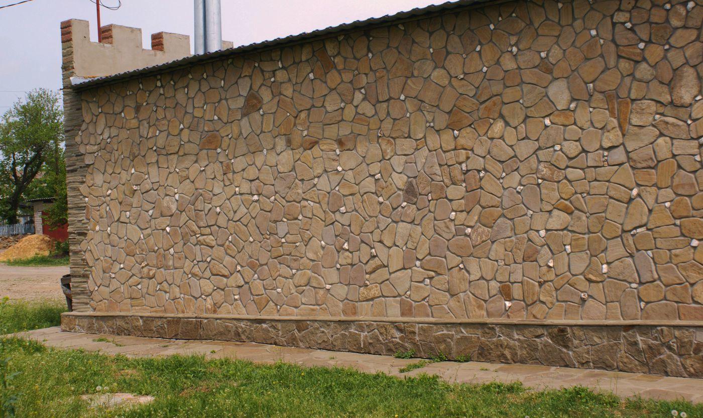 Песчаник галтованный Ручейник Ясень пример облицовки