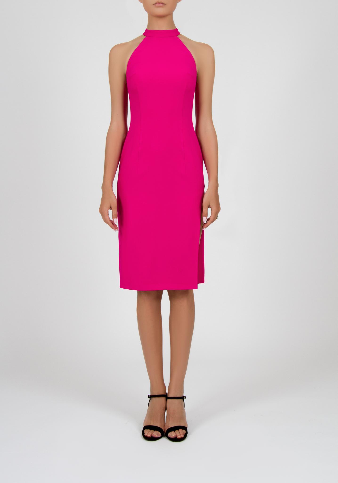 Платье-футляр цвета  фуксии с боковым разрезом