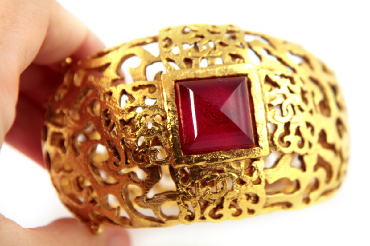 Beautiful large bracelet with filigree pattern and red Gripoix glass