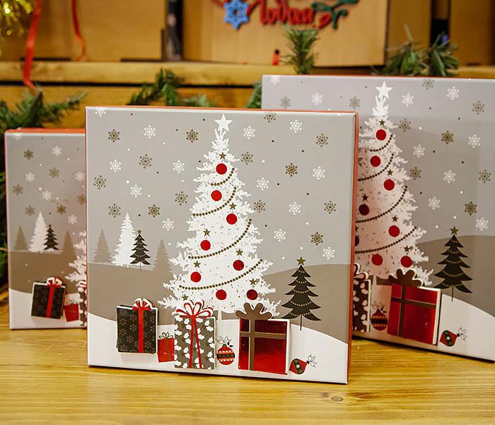 BOX262-3 Новогодняя коробка «Подарки под елкой» (20*20*9 см) фото 08