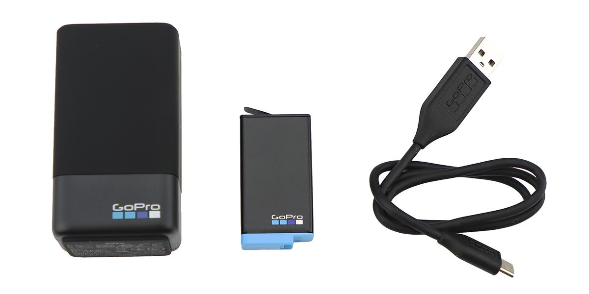 Зарядное устройство для двух аккумуляторных батарей GoPro MAX Dual Battery Charger + Battery ACDBD-001-EU комплектация