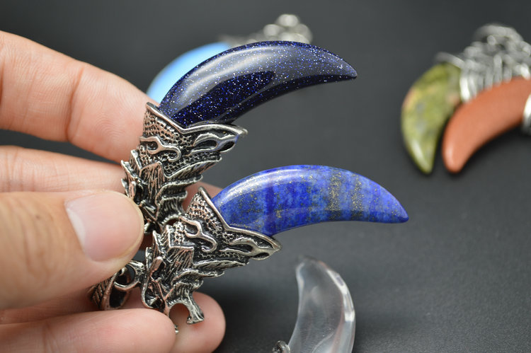 Stone Wolf Teeth Pendant Mixed Color