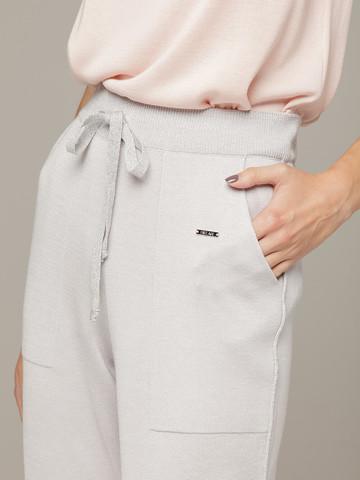 Светло-серые брюки из шёлка и кашемира спортивного силуэта - фото 5