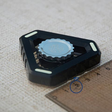 Спиннер из металла треугольной формы черного цвета 17001TR_black