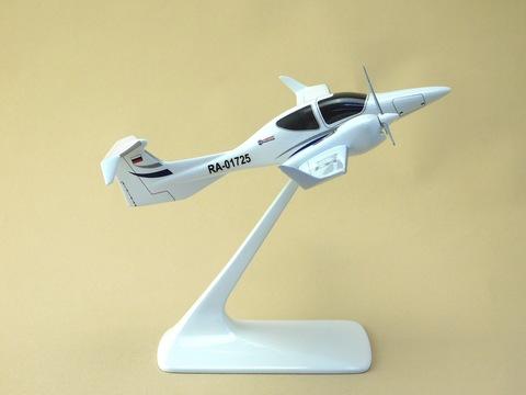 Модель самолета DA-42 NG (М1:48, Университет гражд. авиации)