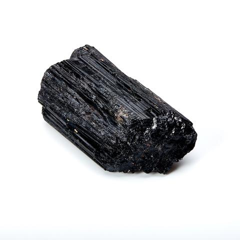 Черный турмалин необработанный