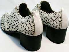 Короткие полуботинки босоножки на каблуке 6 см Arella 426-33 White.