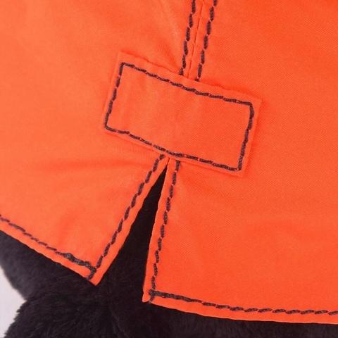 Пес Ваксон в оранжевой ветровке