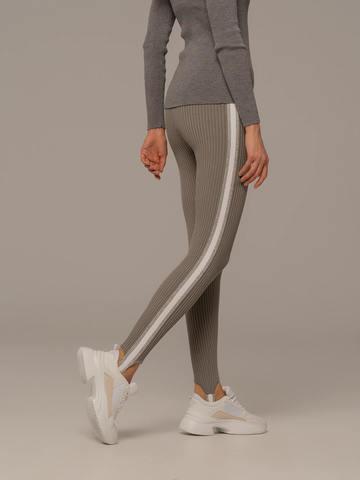 Женские брюки светло-серого цвета с контрастной полосой - фото 3