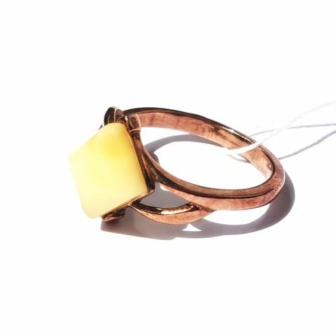 Серебряное кольцо с позолотой с молочным Янтарем