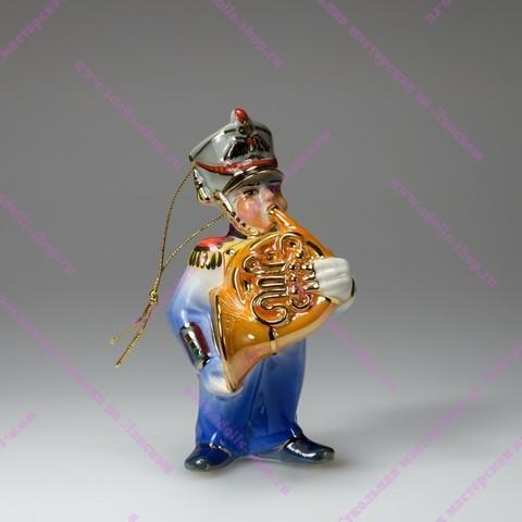 Музыкант с валторной - фарфоровая игрушка