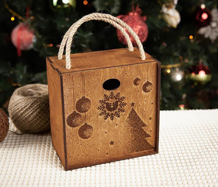 BOX201-2 Новогодняя деревянная коробка с ручками (17*17*10 см) фото 02