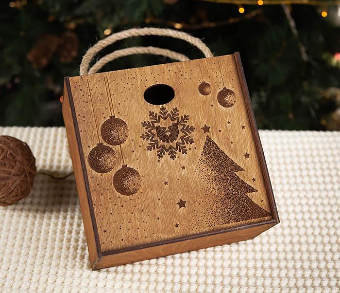 BOX201-2 Новогодняя деревянная коробка с ручками (17*17*10 см) фото 03