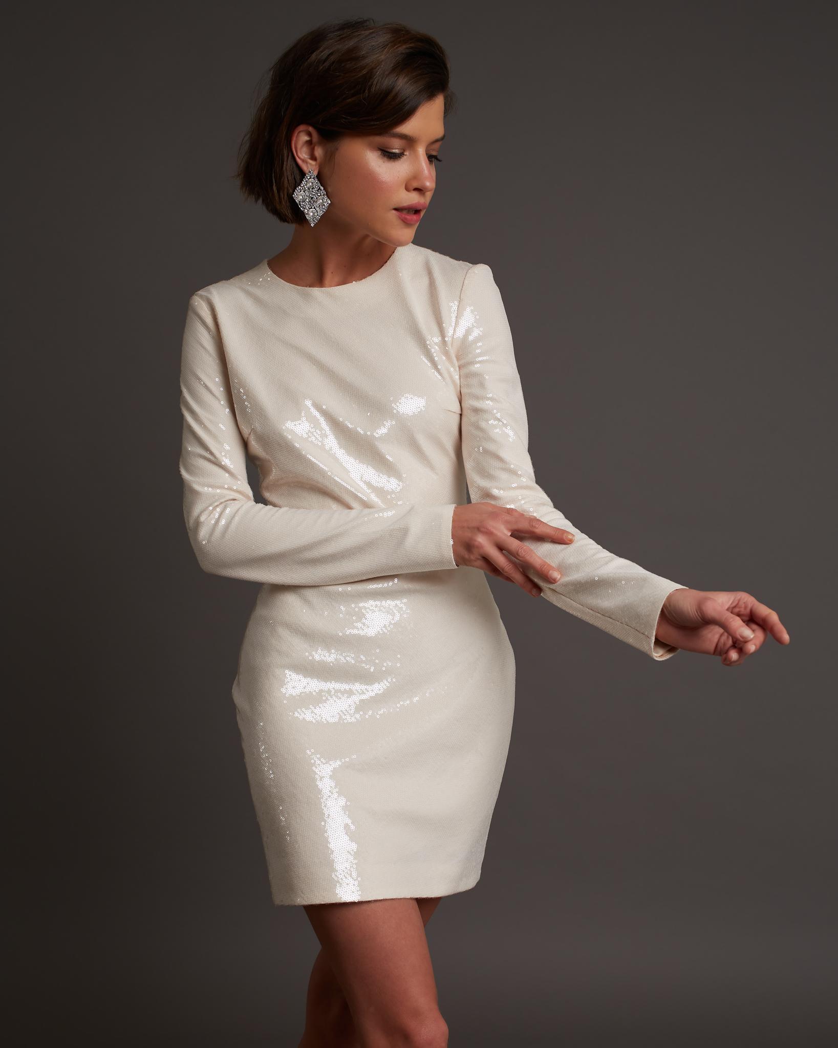 Платье мини из пайеток молочного цвета