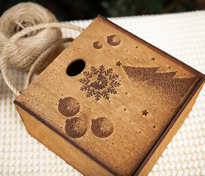 BOX201-2 Новогодняя деревянная коробка с ручками (17*17*10 см) фото 04
