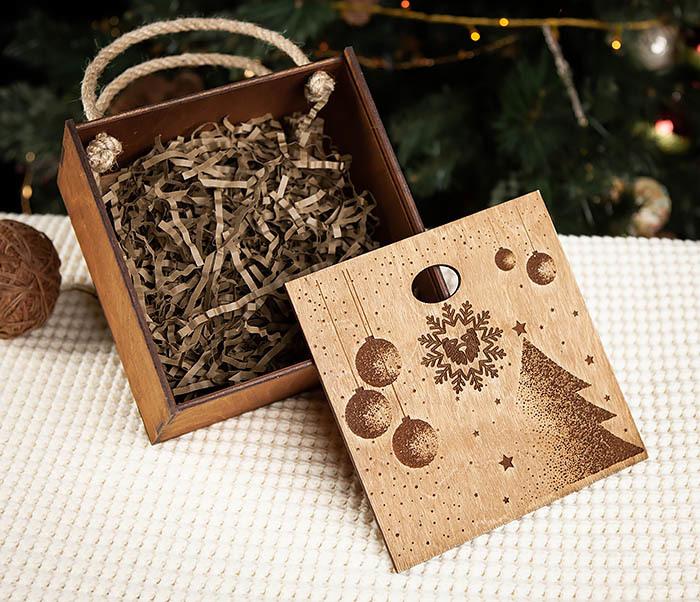 BOX201-2 Новогодняя деревянная коробка с ручками (17*17*10 см) фото 08