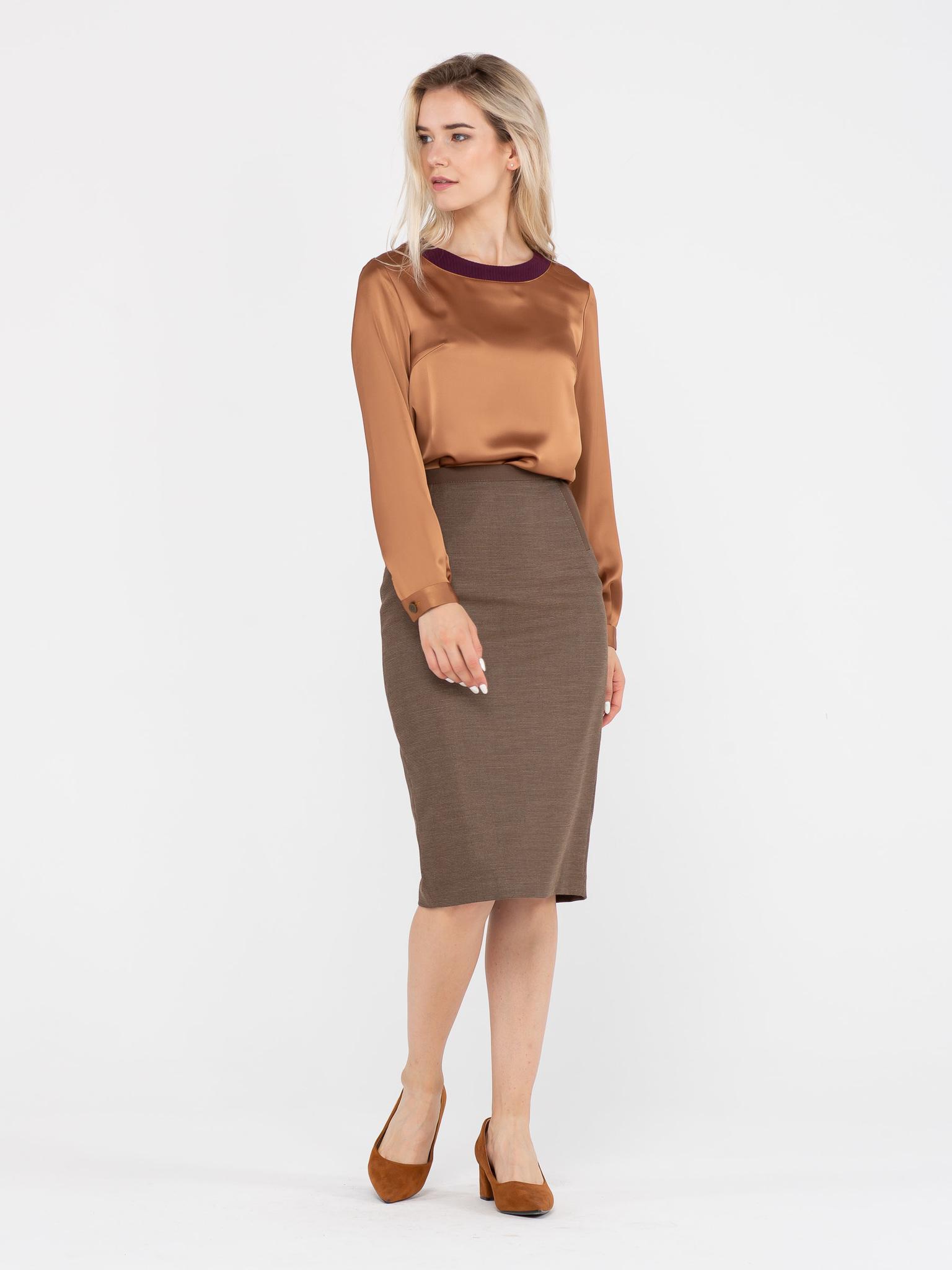 Юбка Б042-151 - Прямая юбка ниже колена из плотной костюмной ткани. Подкладка из вискозы, сзади шлица. Ткань отлично держит форму.