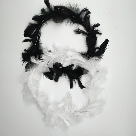 Венки из перьев  ок. 22 см. (выбрать цвет)