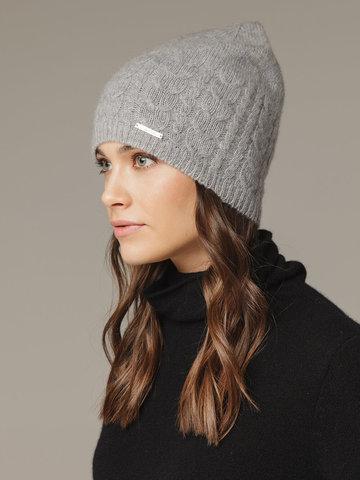 Женская шапка с фактурными косами - фото 2