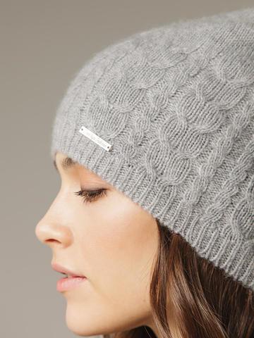Женская шапка с фактурными косами - фото 4
