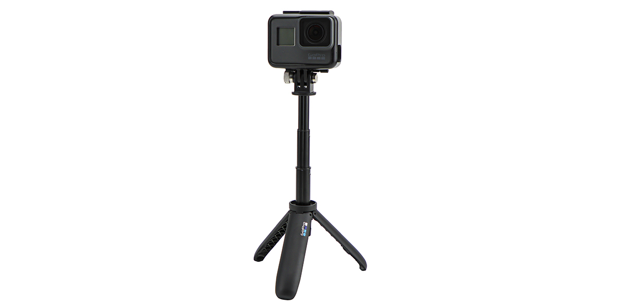 Мини монопод-штатив GoPro Shorty (AFTTM-001) с камерой разложен