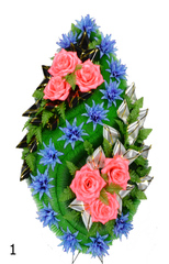 Венок украшенный цветами роз, астр и лентой