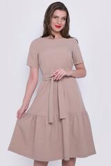 <p>Платье свободного кроя с удлиненным воланом. Платье с поясом.</p>