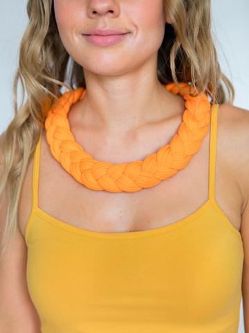 Бусы из трикотажной пряжи оранжево-желтые