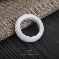 Кольцо сплошное из белого нефрита