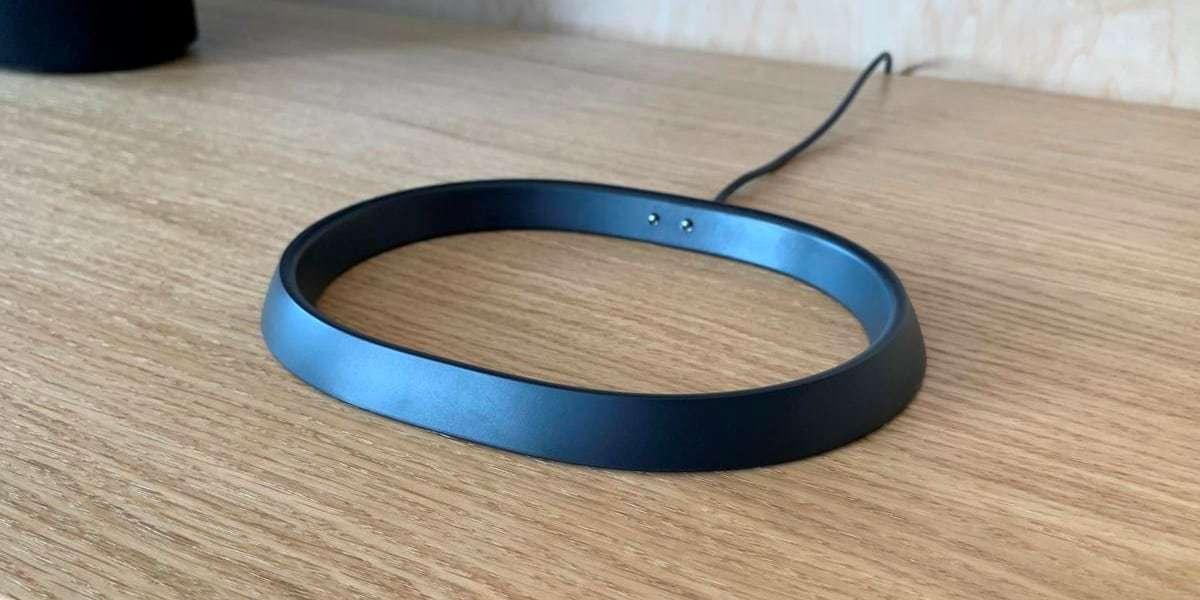 Зарядное устройство SONOS Charging Base for Move на столе