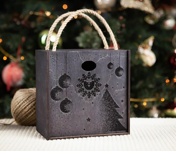 Boroda Design, Подарочная новогодняя коробка из дерева с ручками (17*17*10 см)