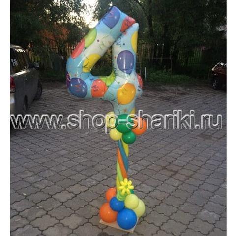 Колонна из шаров с цветком и цифра 4