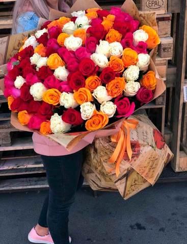Букет из 51/101 разноцветной метровой розы