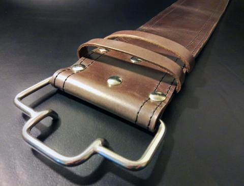 пояс для пауэрлифтинга с удобной пряжкой-зацепом (коричневый) пряжка