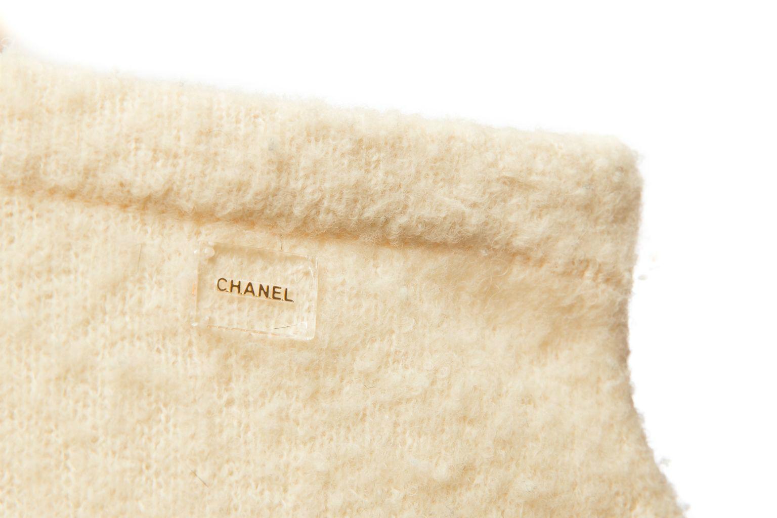 Женственный трикотажный костюм от Chanel, 40 размер