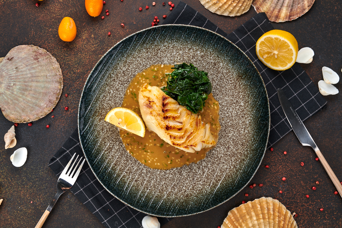 Филе трески с соусом из кунжута