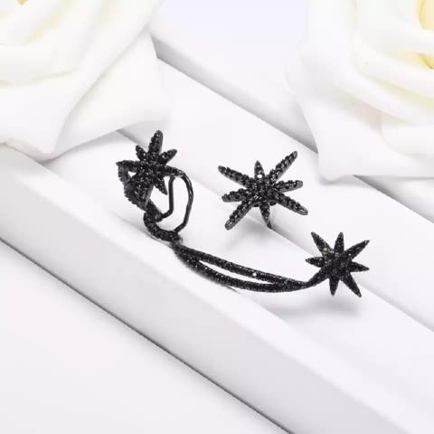 Кафф из черного серебра с цирконами, в стиле APM MONACO