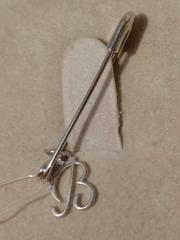 Брошь- булавка из серебра с буквой В
