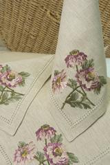 Набор льняных салфеток с вышивкой