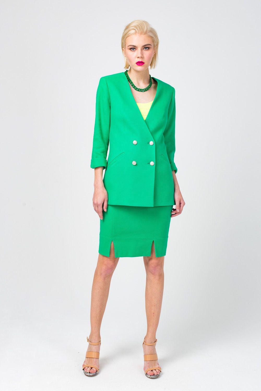 Жакет Д561-368 - Яркие цвета проникли даже в деловой гардероб. Приемы колор-блокинга популярны как никогда. Жакет строгой формы потерял свою серьезность благодаря насыщенному зелёному цвету. В компании с яркими блузами или базовыми топами он каждый раз раскрывает свой новый характер.