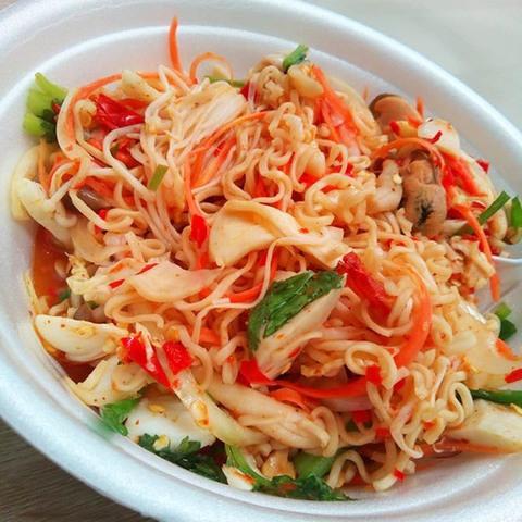 https://static-ru.insales.ru/images/products/1/1964/197183404/instant_noodles_salad.jpg