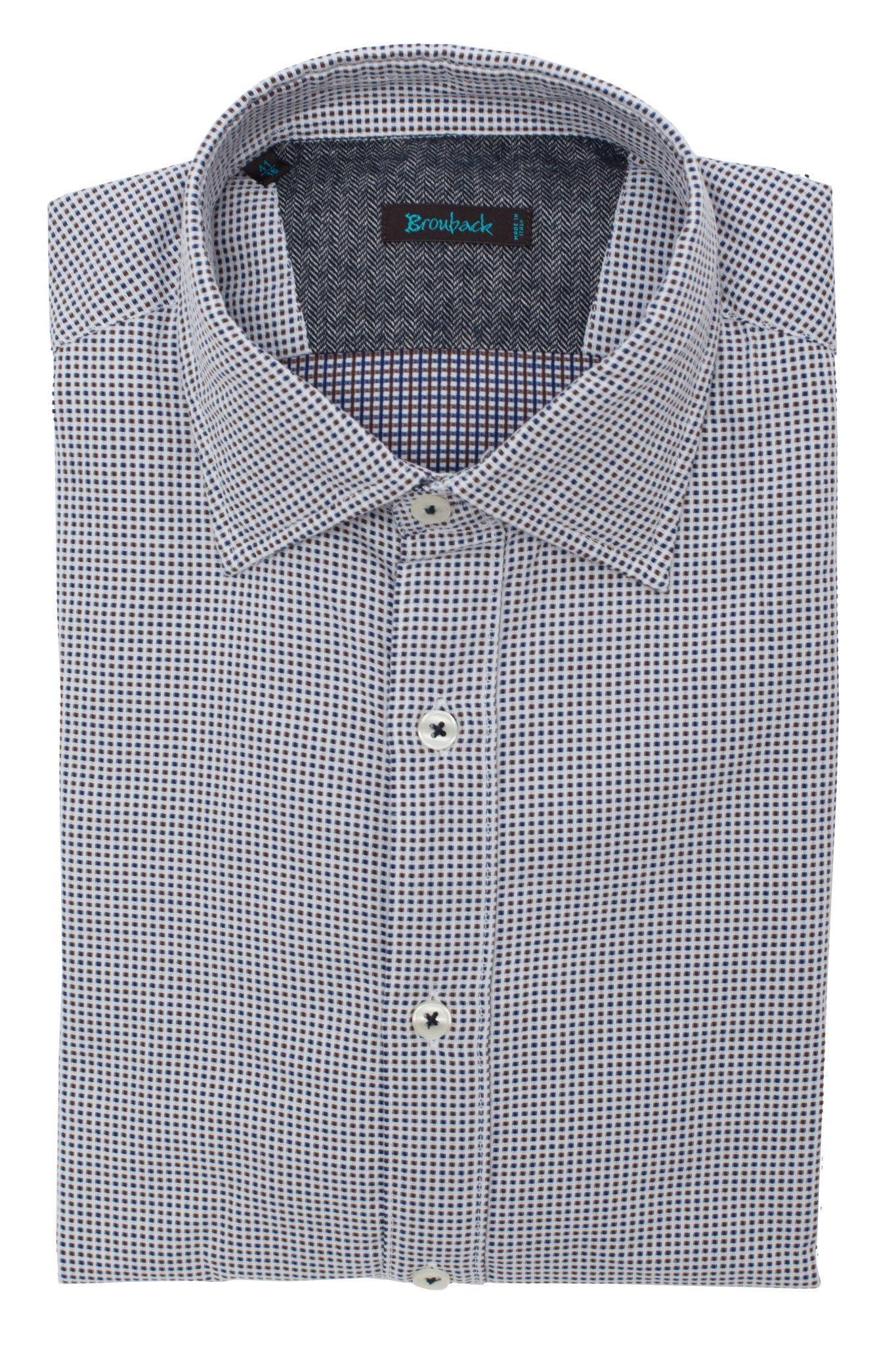 Белая рубашка с мелким бордовым и синим геометрическим узором