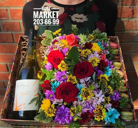 Цветы и macaron ( 10 шт.) + напиток #20621