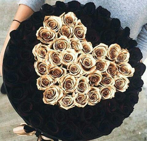 Букет из черных и золотых роз