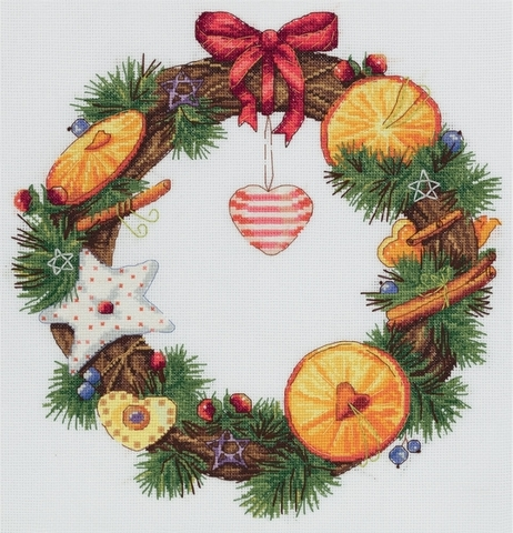 Венок с апельсином и корицей